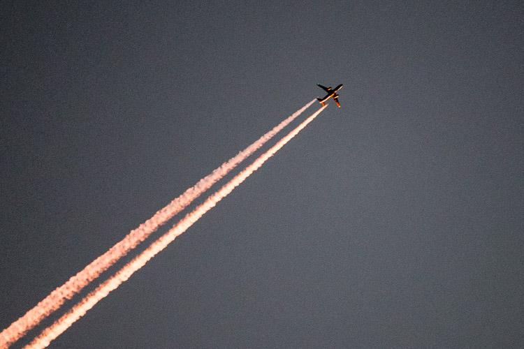 airliner at dusk20161014_907x